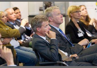 Publikumsgäste, darunter Dr. Udo Niehage und Christian Amsinck
