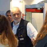 Schülerinnen besuchen den M+E-Infotruck